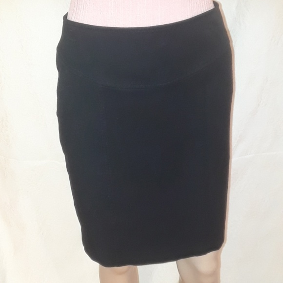 Banana Republic Dresses & Skirts - Banana Republic Black Stretch Mini Skirt - Size 6